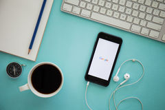 CHIANGMAI, TAILANDIA - 17 DE MARZO DE 2016: Iphone 6 de Apple que exhibe Imagen de archivo