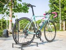 CHIANGMAI, TAILANDIA - 10 DE MAYO: Bicicletas de Bianchi en la exhibición en el Th Imagen de archivo