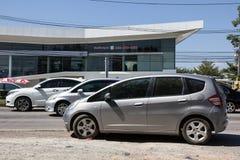 Chiangmai, Tailandia - 5 de noviembre de 2018: Coche privado Honda Jazz de la ciudad Automóvil de la ventana trasera de cinco pue imagen de archivo libre de regalías
