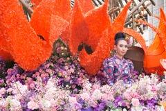 CHIANGMAI, TAILANDIA - 3 FEBBRAIO: Bella donna sulla parata nell'annuale 42th Chiang Mai Flower Festival, il 3 febbraio 2018 dent Fotografia Stock Libera da Diritti