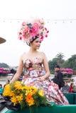 CHIANGMAI, TAILANDIA - 3 FEBBRAIO: Belle donne sulla parata nell'annuale 42th Chiang Mai Flower Festival, il 3 febbraio 2018 dent Immagini Stock