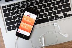CHIANGMAI, TAILANDIA - 16 FEBBRAIO 2015: Dispositivo w di iPhone 5S di Apple Fotografia Stock