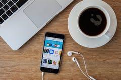 CHIANGMAI, TAILANDIA - 5 FEBBRAIO 2015: IPhone nuovissimo 5S di Apple fotografie stock libere da diritti