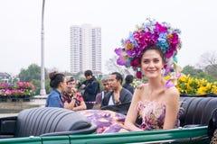CHIANGMAI, TAILANDIA - 3 FEBBRAIO: Maria Poonlertlarp, sig.na Universe Thailand 2017 nell'annuale 42th Chiang Mai Flower Festival Immagini Stock