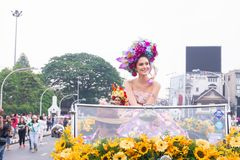 CHIANGMAI, TAILANDIA - 3 FEBBRAIO: Maria Poonlertlarp, sig.na Universe Thailand 2017 nell'annuale 42th Chiang Mai Flower Festival Fotografia Stock Libera da Diritti