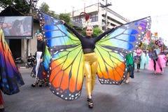 CHIANGMAI, TAILANDIA - 3 FEBBRAIO: Ragazza in un bello costume della farfalla sulla parata nell'annuale 42th Chiang Mai Flower Fe Fotografie Stock