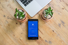 CHIANGMAI TAJLANDIA, AUG, - 05, 2016: Facebook jest onlinym socjalny Obraz Royalty Free