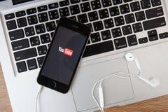 CHIANGMAI, THAÏLANDE - 16 FÉVRIER 2015 : Icône de Youtube sur l'IP d'Apple Photos libres de droits
