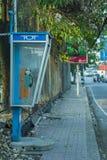 CHIANGMAI, THAILAND-APRIL 30,2019: Los tel?fonos p?blicos viejos en el paseo lateral pero ningunos clientes utilizan el servicio  imagen de archivo libre de regalías