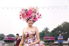 CHIANGMAI THAILAND - FEBRUARI 3: Härliga kvinnor på ståta i ettåriga växten 42. Chiang Mai Flower Festival, på Februari 3, 2018 i Arkivfoto