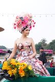 CHIANGMAI THAILAND - FEBRUARI 3: Härliga kvinnor på ståta i ettåriga växten 42. Chiang Mai Flower Festival, på Februari 3, 2018 i Arkivbilder