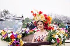 CHIANGMAI THAILAND - FEBRUARI 3: Härliga kvinnor på ståta i ettåriga växten 42. Chiang Mai Flower Festival, på Februari 3, 2018 i Royaltyfri Fotografi