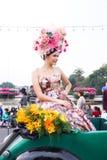 CHIANGMAI THAILAND - FEBRUARI 3: Härliga kvinnor på ståta i ettåriga växten 42. Chiang Mai Flower Festival, på Februari 3, 2018 i Arkivfoton