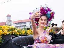 CHIANGMAI THAILAND - FEBRUARI 3: Maria Poonlertlarp fröcken Universe Thailand 2017 i ettåriga växten 42. Chiang Mai Flower Festiv Arkivbilder