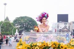 CHIANGMAI THAILAND - FEBRUARI 3: Maria Poonlertlarp fröcken Universe Thailand 2017 i ettåriga växten 42. Chiang Mai Flower Festiv Royaltyfri Fotografi