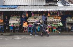 CHIANGMAI, THAILAND - 26 Juli, 2017: Warorotmarkt, Chiang Mai, Thailand Stock Foto's