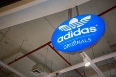 Chiangmai, Thailand - 16. Juni 2017: Adidas-Vorlagenspeicher, Fluglageanzeiger Stockfotografie