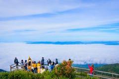 Chiangmai, Thailand - 29 NOV. 2017: Toeristenaankomst unidentifie Royalty-vrije Stock Fotografie
