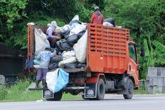 CHIANGMAI, THAILAND - 6. OKTOBER 2014: Müllwagen des Nongjom-Subdistrict-Verwaltungsapparats Foto an der Straße keine 121 ungefäh Lizenzfreie Stockfotografie