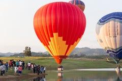 CHIANGRAI,泰国- 2015年11月29日:热空气气球农厂festiva 库存照片