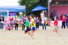 CHIANGRAI,泰国- 12月29 :未认出的三个亚洲人女孩 库存图片