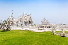 CHIANGRAI,泰国- 4月12 :未认出的旅客参观Wat 免版税库存照片
