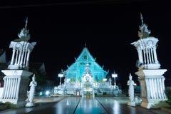 chiangrai świątynia przy nocą i błękita światłem obraz stock