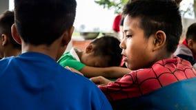 CHIANGRAI, ΤΑΪΛΑΝΔΗ - 12 Αυγούστου 2016: Μη αναγνωρισμένοι ορφανοί παιδιών στο σπίτι της Nana απαγόρευσης Το ορφανοτροφείο της Na Στοκ Εικόνα