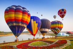 CHIANGRAI, ТАИЛАНД - 13-ое февраля: Международная фиеста 2016 воздушного шара, 13-ое февраля 2016 в парке Singha, CHIANGRAI, ТАИЛ Стоковое фото RF