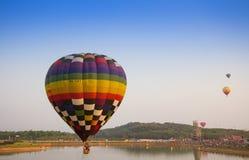 CHIANGRAI, ТАИЛАНД - 13-ое февраля: Международная фиеста 2016 воздушного шара, 13-ое февраля 2016 в парке Singha, CHIANGRAI, ТАИЛ Стоковое Изображение