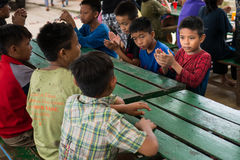 CHIANGRAI, ТАИЛАНД - 12-ое августа 2016: Неопознанные сироты ребенка в доме nana запрета Детский дом nana запрета принимает детей стоковые изображения