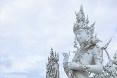Chiangrai, Tailandia - 1° settembre 2018: Wat Rong Khun White Temple è uno della maggior parte della visita favorita dei turisti  fotografia stock libera da diritti