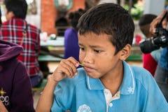 CHIANGRAI, TAILANDIA - 12 de agosto de 2016: Huérfanos no identificados del niño en la casa de Nana de la prohibición El orfelina Imagenes de archivo