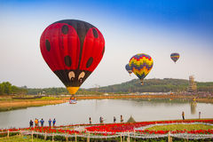 CHIANGRAI, TAILANDIA - 13 de febrero: Fiesta internacional 2016 del globo, el 13 de febrero de 2016 en el parque de Singha, CHIAN Fotos de archivo