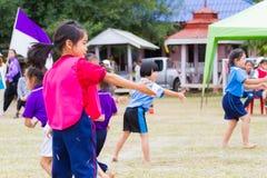 CHIANGRAI, TAILANDIA - 29 DICEMBRE: bambini femminili non identificati Fotografia Stock