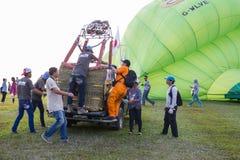 CHIANGRAI, TAILANDIA - 15 FEBBRAIO 2017: Mongolfiere pronte Immagini Stock
