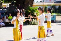 CHIANGRAI - TAJLANDIA LISTOPAD 21: Niezidentyfikowany Tai Lue kobiet eth Obrazy Stock