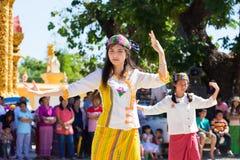 CHIANGRAI - TAJLANDIA LISTOPAD 21: Niezidentyfikowany Tai Lue kobiet eth Zdjęcie Royalty Free