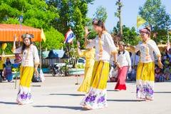 CHIANGRAI - TAJLANDIA LISTOPAD 21: Niezidentyfikowany Tai Lue kobiet eth Zdjęcie Stock