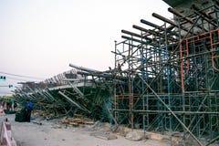 ChiangRai Thailand - 24 Februari: De brug was gebouwde die grondverschuiving door vele factoren wordt veroorzaakt Stock Foto's