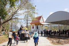 CHIANGRAI, THAILAND - FEBRUARI 24: de dragende doodskist van de oogstvrachtwagen Stock Fotografie