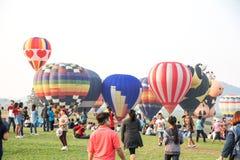 CHIANGRAI, THAILAND - FEBRUARI 15, 2016: Hete klaar luchtballons Stock Foto's