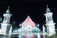chiangraitempel på natten med rött ljus Fotografering för Bildbyråer