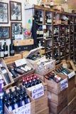 Chianti在销售的酒瓶 库存图片