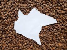 Chiapas översikt i vit och bakgrund med rostade kaffebönor arkivfoton