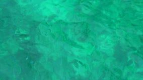 Chiara acqua di mare blu E r archivi video