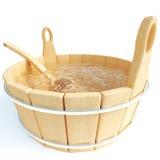 Chiara acqua in una vasca da bagno Fotografie Stock
