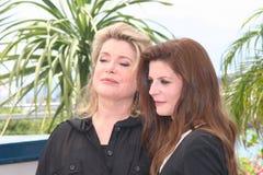 Chiara Mastroianni e sua matriz Catherine D Foto de Stock