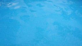 Chiara superficie blu dell'acqua archivi video