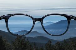Chiara visione sopra il paesaggio blu della montagna Fotografia Stock Libera da Diritti